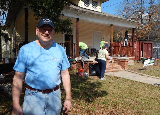 FAITH IN ACTION: UCC church members from Elkhurst, Illinois, put faith in motion