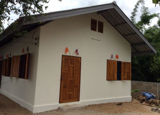 California Church Helps Thai Family Move From House With One Wall To Decent Home