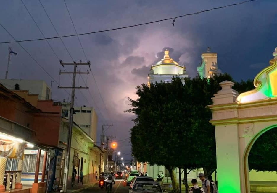 Lightning over Leon